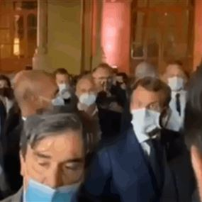 بسبب مقاله عن لبنان... ماكرون يوبّخ صحافياً فرنسياً! (فيديو)